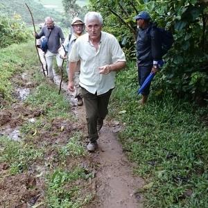 01-Missionari-in-cammino-verso-un-villaggio