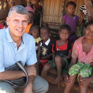 06-Missionario-in-un-villaggio