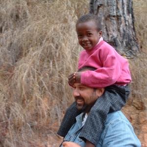 08-Missionario-con-bambino-1