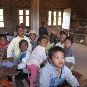 12-Assistenza-scolastica-presso-un-centro-missionario